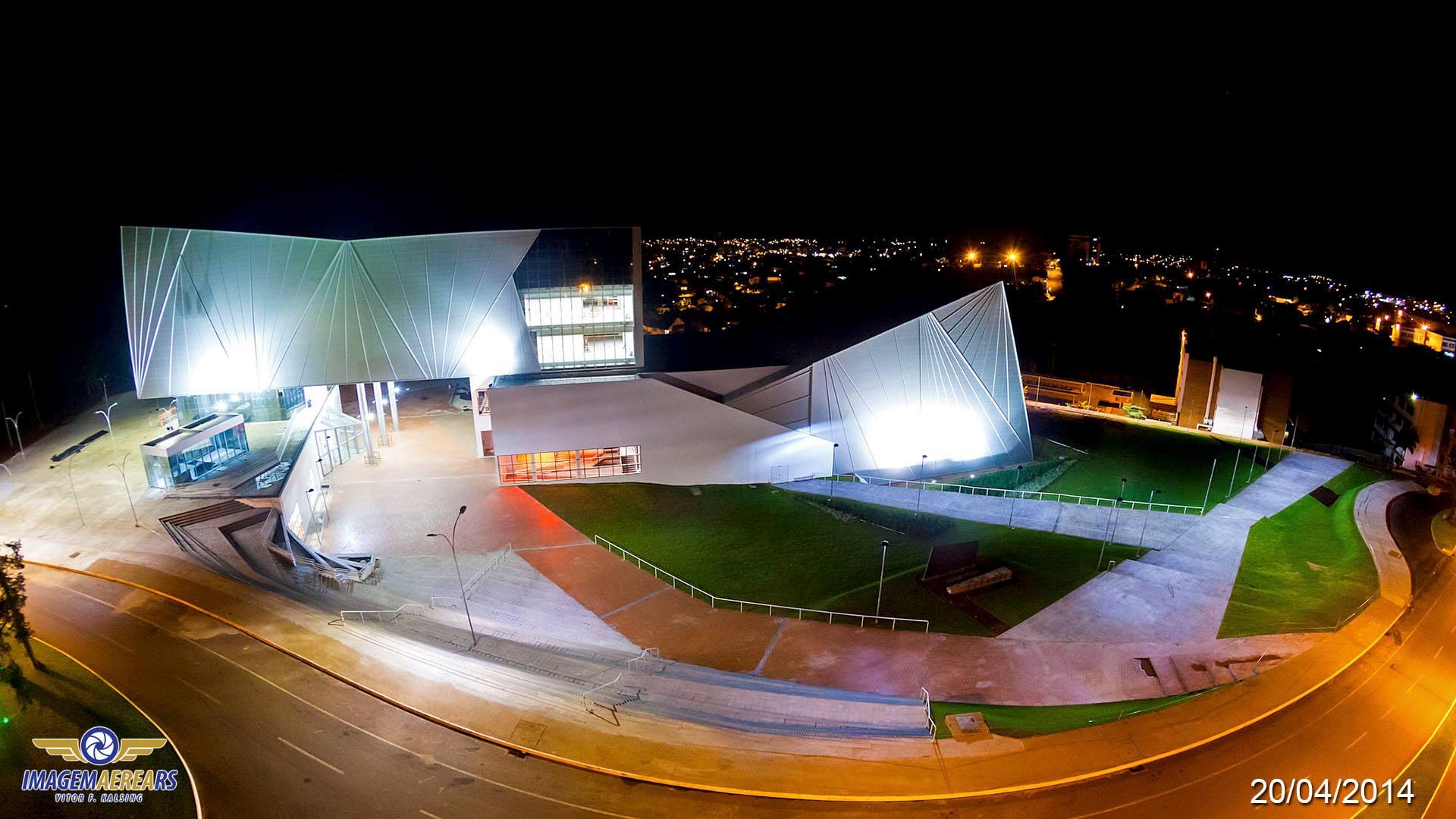Resultado da iluminação da fachada do Centro cultural